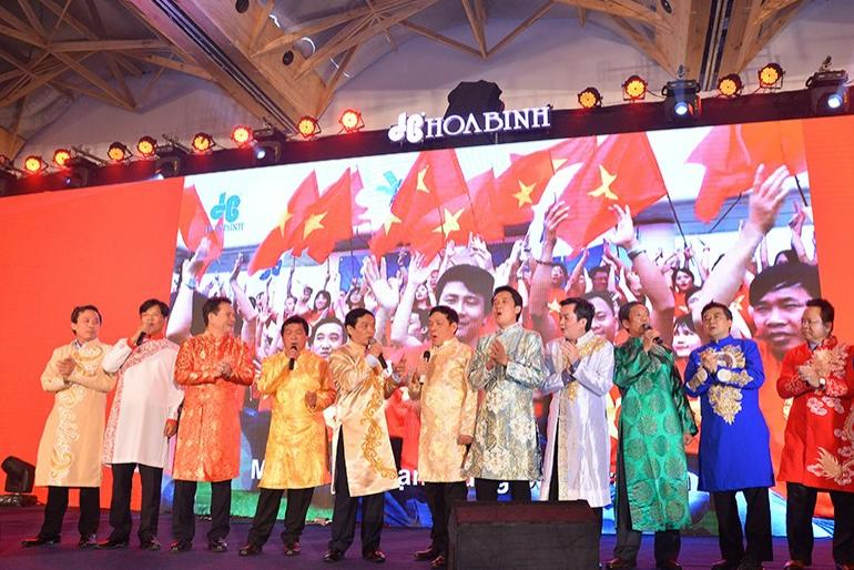 Xuân Sum họp 2019: Hòa Bình khen thưởng 29 tỷ đồng cho các tập thể, cá nhân xuất sắc
